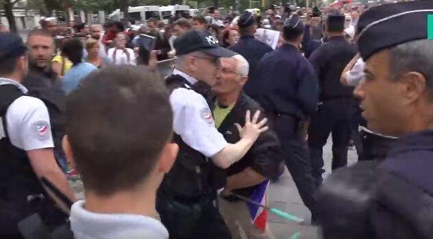 تصاویری از روز ملی فرانسه و هو شدن مکرون توسط معترضان