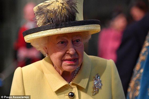 حمایت از جانسون، گریبان گیر ملکه انگلیس شد، علیه الیزابت تظاهرات می گردد؟