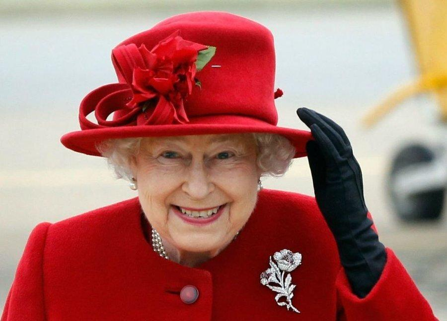 صندلی ملکه انگلیس لرزان شد، نقش الیزابت درحال تغییر است