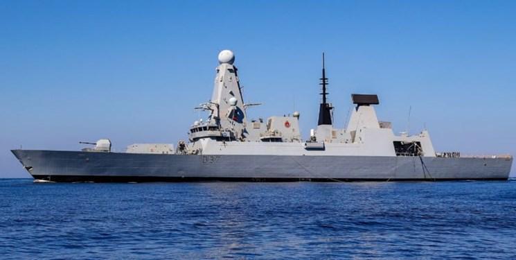 خروج ناوشکن نیروی دریایی انگلیس از تنگه هرمز